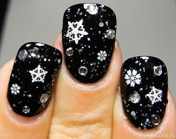 Новогодний дизайн натуральных ногтей